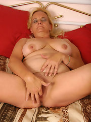 Mature chubby fingering